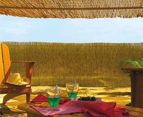 17. Casas na praia se utilizam muito da cerca de bambu. Fonte: Multicercas
