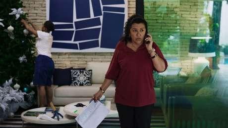Regina Casé brilha como a doméstica Madá em 'Três Verões'. Filme está em cartaz na 43.ª Mostra Internacional de Cinema de São Paulo