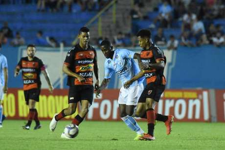 Com a vitória, Oeste subiu na tabela da Série B (Foto: Gustavo Oliveira/LEC)