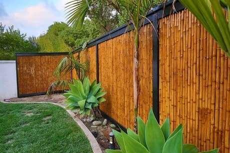 24. A cerca de bambu foi fixada com estrutura de ferro. Fonte: Pinterest