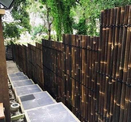 1. A cerca de bambu pode acompanhar a descida dos degraus de escada. Fonte: Pinterest
