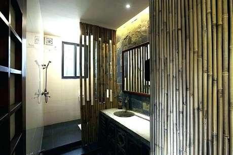 38. Banheiros com estilo japonês contam com a presença de cerca de bambu. Fonte: Pinterest