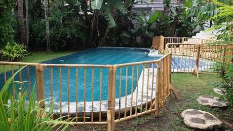 57. Modelo de cerca de bambu para área da piscina. Fonte: PInterest