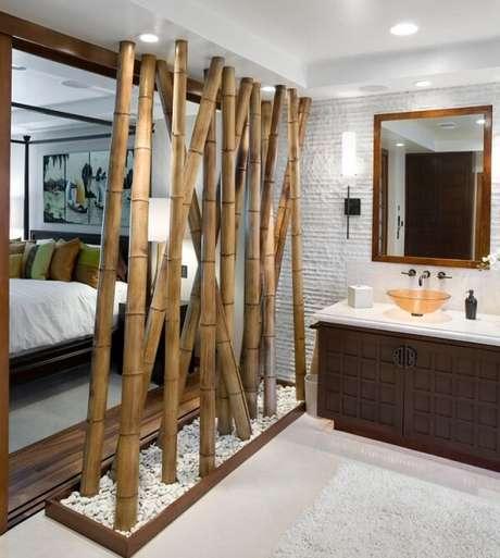 32. Cerca de bambu fixada como divisória de ambiente. Fonte: Pinterest
