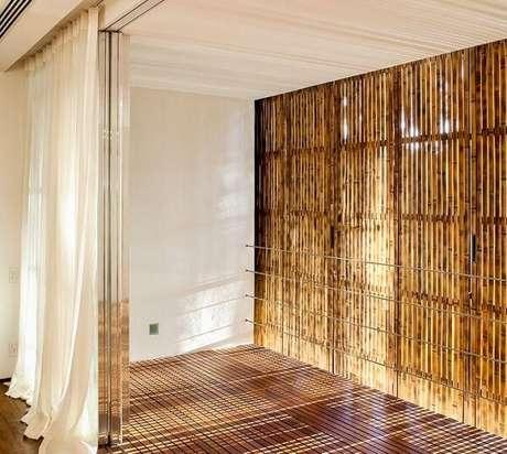 45. Cerca de bambu instalada em ambiente externo. Fonte: Pinterest