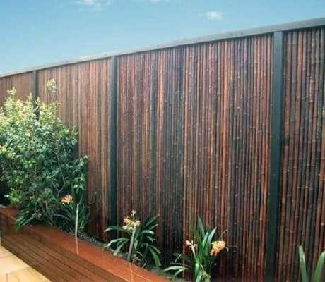 46. Cerca de bambu instalada em área externa. Fonte: Pinterest