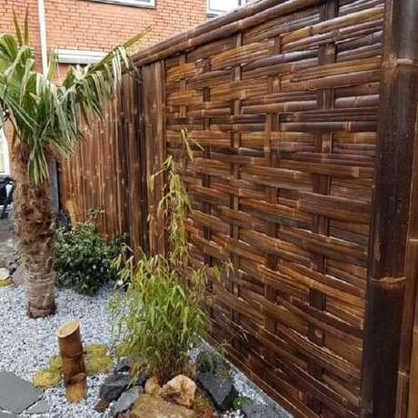 7. Cerca de bambu trançado com acabamento mais unido. Fonte: Pinterest