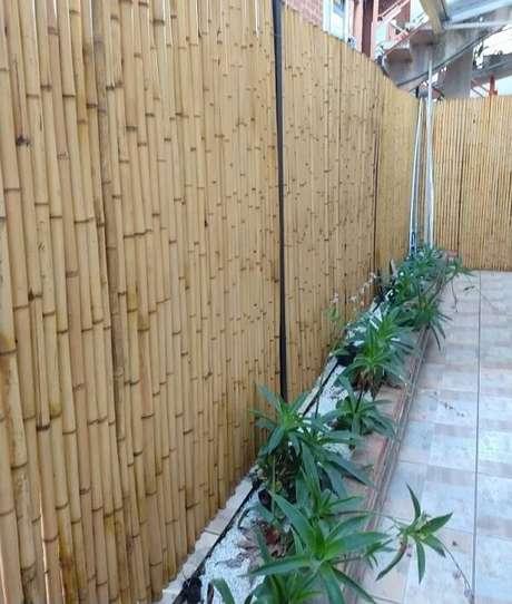 52. Cerca de bambu tratado utilizado para delimitar a área externa. Fonte: Pinterest