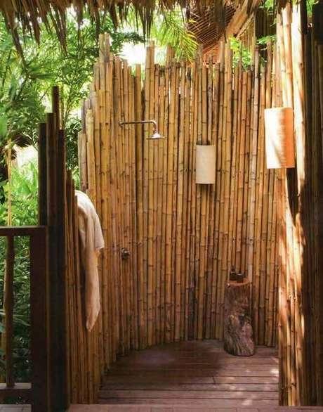 69. A cerca traz privacidade para o momento do banho. Fonte: Pinterest
