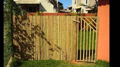68. A entrada da residencia foi estruturada com bambu. Fonte: Pinterest