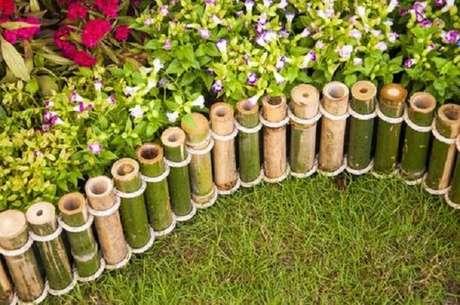 72. Mini cerca de bambu instalada no jardim. Fonte: Pinterest