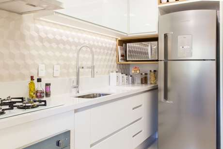 29. O papel de parede geométrico para cozinha deve ser escolhido com muito mais cuidado. Projeto de SharonFliter Arquitetura e Interiores
