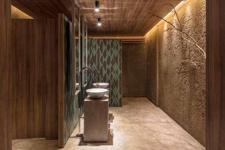 30. O papel de parede geométrico combina muito com decorações rústicas. Projeto de Casa Cor Brasília 17