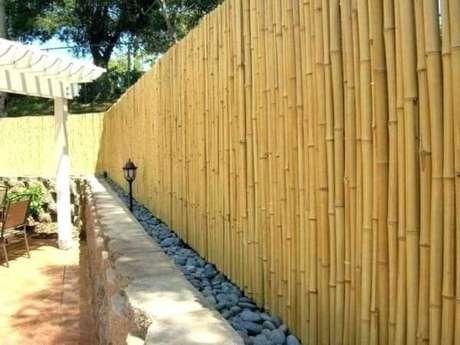 78. Pedras e cerca de bambu delimitam a área do ambiente. Fonte: Pinterest