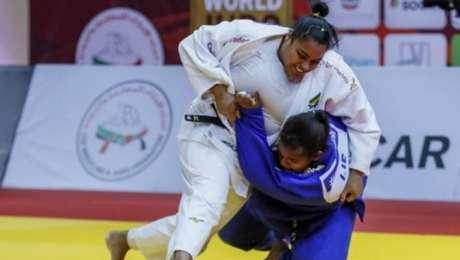 MariaSuelen Altheman durante a luta em que conquistou bronze no Grand Slam de Abu Dabi