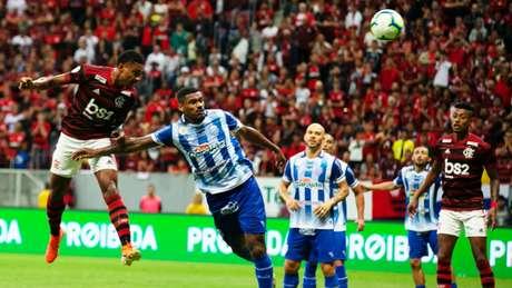 Flamengo venceu o CSA por 2 a 0 no primeiro turno do Brasileirão (Foto: Myke Sena/Fotoarena)
