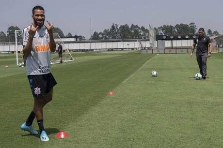 Everaldo afirma que prefere começar jogando do que no banco (Foto: Daniel Augusto Jr. / Ag. Corinthians)