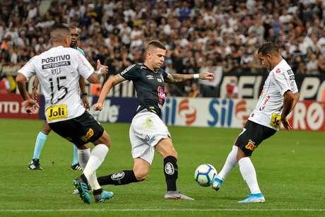 Jogador Jobson durante a partida entre Corinthians SP e Santos SP, válida pela Série A do Campeonato Brasileiro 2019, no Estádio Arena Corinthians em São Paulo (SP), neste sábado (26)