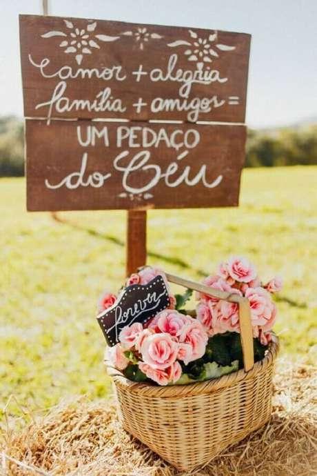 72. Plaquinhas são ótimas para decorar o casamento no campo – Foto: Wedding Ideas Brides