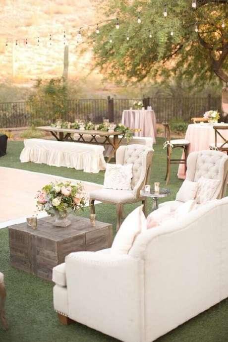 68. O lounge garante um cantinho mais confortável para os convidados da festa de casamento no campo – Foto: Pinterest
