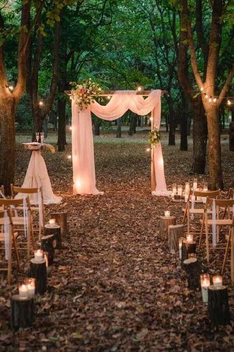6. Use velas para um toque romântico na sua decoração de cerimônia de casamento a noite – Foto: Etsy