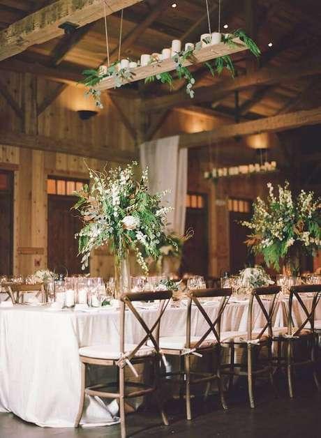 10. Decoração com arranjo de folhagens para casamento rústico no campo – Foto: Webcomunica