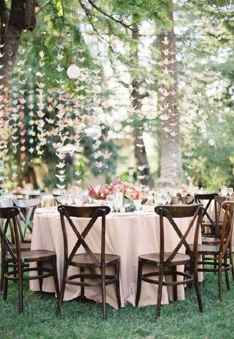 41. Cortina artesanal para decoração romântica de casamento no campo de dia – Foto: Wedding Decor Idea