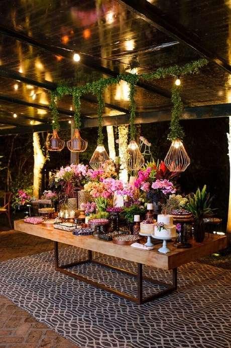 33. A festa casamento no campo também pode ganhar um decoração com itens modernos – Foto: Aceito Sim