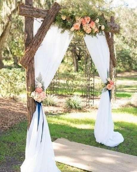 49. Altar de casamento rústico no campo – Foto: Casamento Country