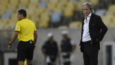 Jorge Jesus, no Maracanã, no confronto entre Flamengo e Grêmio (Foto: AFP)