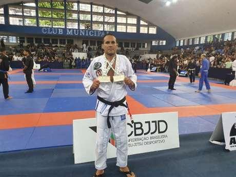 Faixa-preta da PMERJ brilhou no Rio Open e levou duas medalhas de ouro no peso e absoluto (Foto: Reprodução)