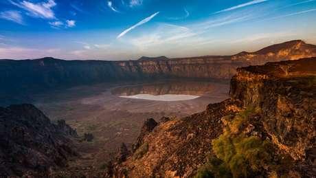 Cratera vulcânica de Al Wahbah, um dos pontos turísticos da Arábia Saudita