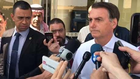 Bolsonaro concede entrevista a jornalistas na Arábia Saudita