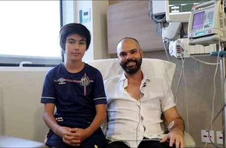 O prefeito Bruno Covas e seu filho, Tomás