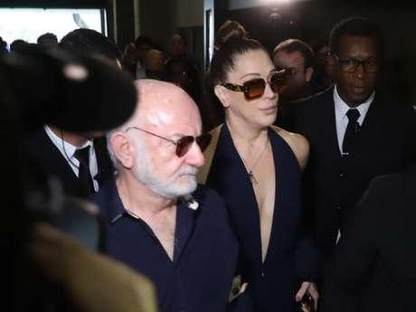 Claudia Raia e Silvio de Abreu velaram o corpo de Jorge Fernando em teatro do Rio nesta terça-feira, 29 de outubro de 2019