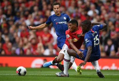 United e Chelsea se enfrentaram nesta temporada (Foto:OLI SCARFF / AFP)