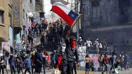 Manifestações, que já adiaram duas rodadas do Campeonato Chileno, suspenderam também partidas entre dias 31/10 e 4/11