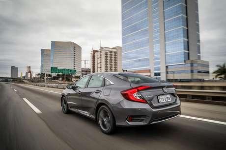 O visual da traseira é o que mais diferencia o Honda de seus rivais.