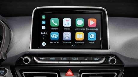 "Central multimídia de 8"" tem Android Auto e Apple CarPlay."