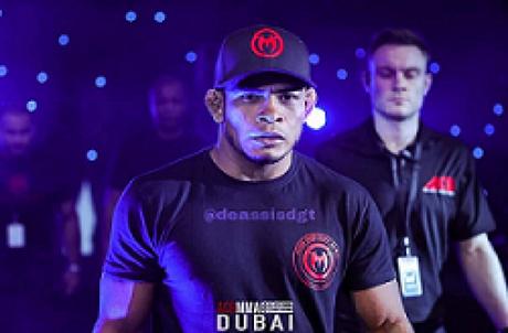 De Assis brilhou no MMA nacional e agora vai em busca do cinturão do ACA (Foto: Divulgação)