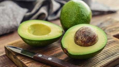 Abacates possuem um tipo de ácidos graxos saudáveis para nosso cérebro
