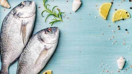 Pescados azuis são ricos em ácido graxo ômega-3, nutriente relacionado a uma menor deterioração cognitiva