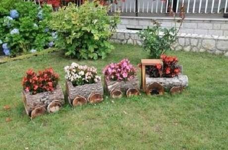 13. Enfeites para jardim feitos com trono de madeira. Fonte: Pinterest