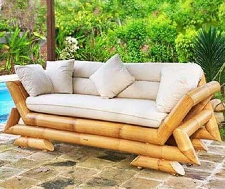24. Os móveis podem complementar a decoração e são lindos enfeites para jardim. Fonte: Pinterest