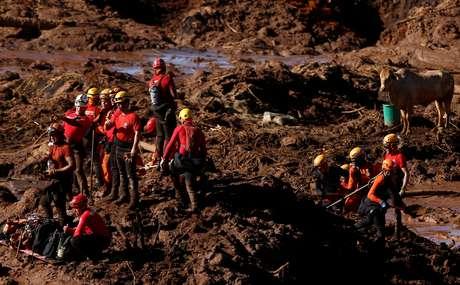 Time de resgate busca por sobreviventes após quebra de barragem da Vale em Brumadinho, no início do ano 28/01/2019 REUTERS/Adriano Machado