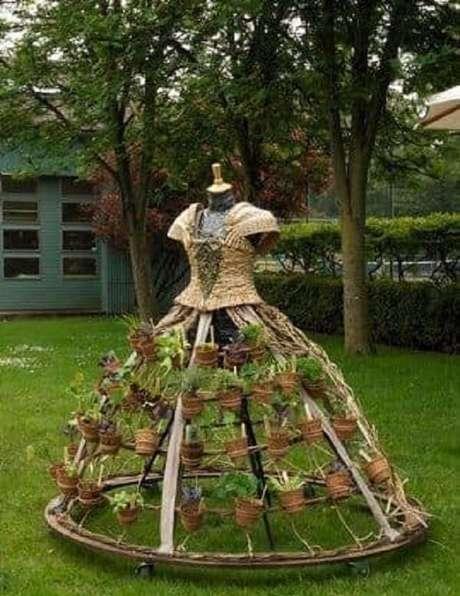 19. Estruture engenhosos enfeites para jardim, como esse suporte de plantas. Fonte: Pinterest