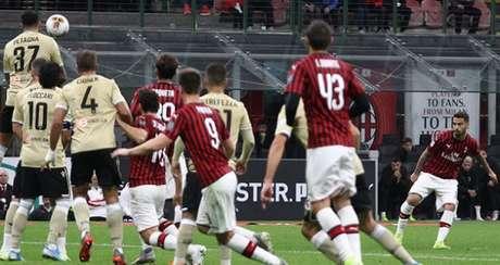 Suso cobrou falta com perfeição e marcou o único gol do jogo desta quinta (Divulgação)