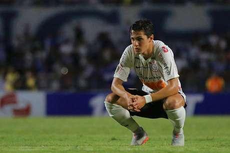 Mateus Vital, jogador do Corinthians, lamenta a derrota por 2 a 1 para o CSA