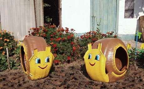 25. Enfeites para jardim feitos com pneu formam caracóis. Fonte: Pinterest
