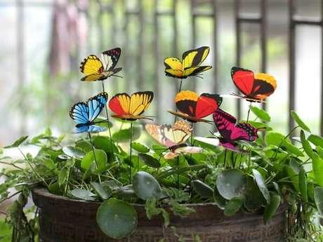 28. As borboletas podem formam lindos enfeites para jardim. Fonte: Pinterest